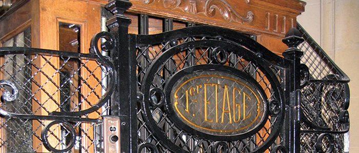 …des ascenseurs parisiens.
